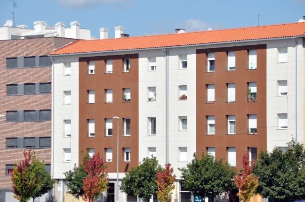 """Un edificio de hace 60 años en Pamplona """"rejuvenece"""" con la Fibra de Madera GUTEX"""