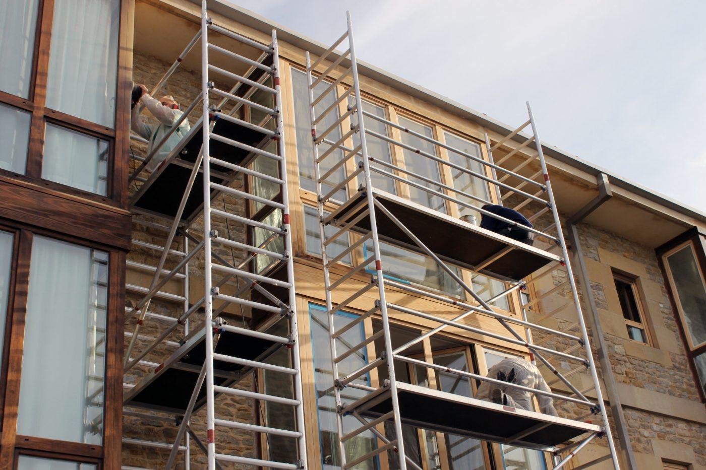 RAIZ 2000 restaura la carpintería exterior del Parador de Argomaniz