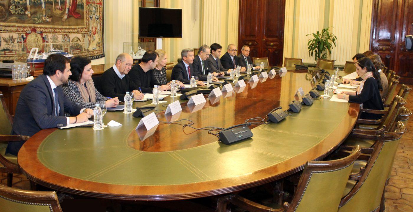Patronal y sindicato firman un acuerdo histórico para regular el trabajo en el sector forestal