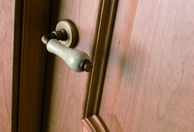 CASTALLA: Puertas clásicas totalmente personalizadas