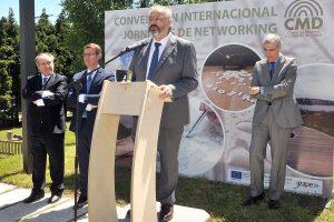 José Manuel Iglesias, presidente del CMD, se dirige a los asistentes a la asamblea, en presencia del presidente de la Xunta de Galicia, Alberto Núñez Feijóo.