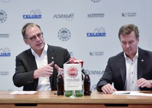Hansjörg (a la izquierda) y Martin Felder, responsables de marketing y producción respectivamente.