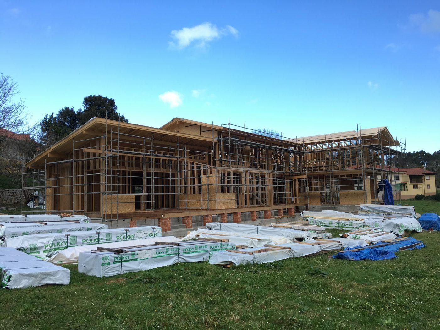 Madera de kuusamo para un proyecto de casa rural madera - Estructura casa madera ...