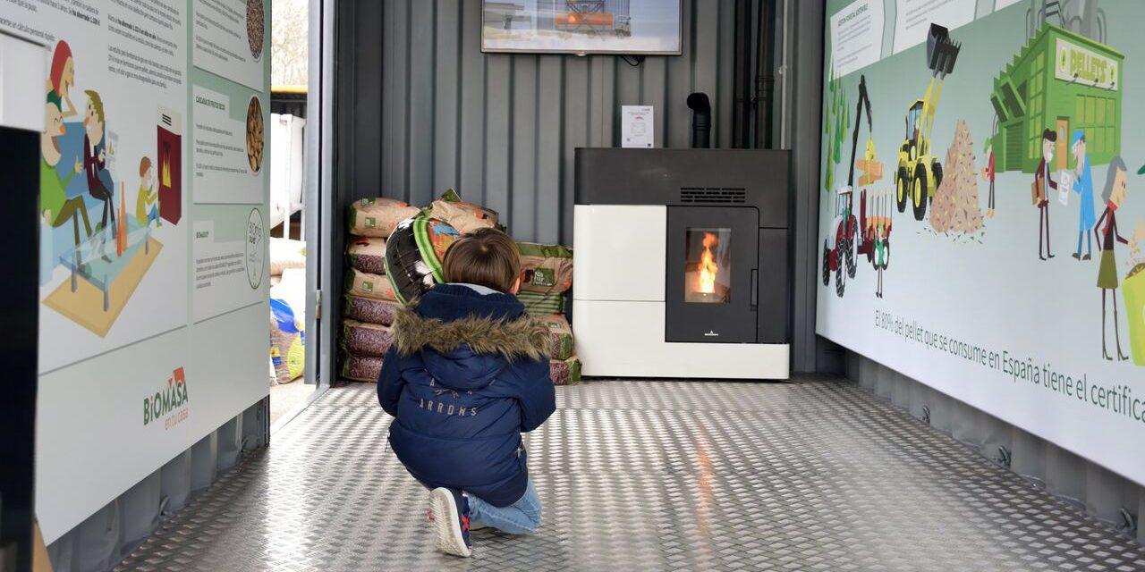 La calefacción de biomasa ahorra a las familias hasta un 66% del coste del gasóleo