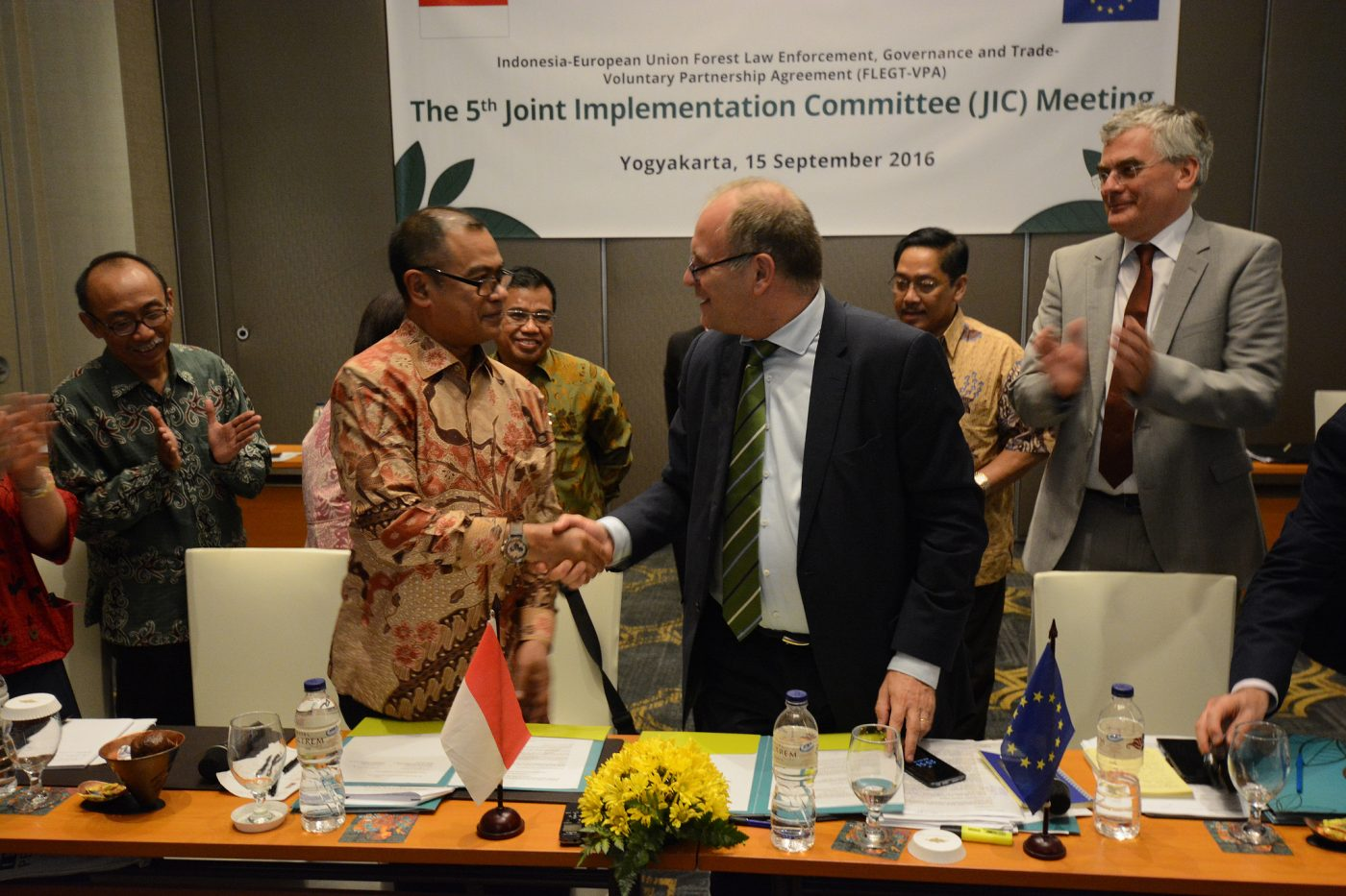 Indonesia y la UE lanzan la licencia FLEGT para luchar contra la madera ilegal