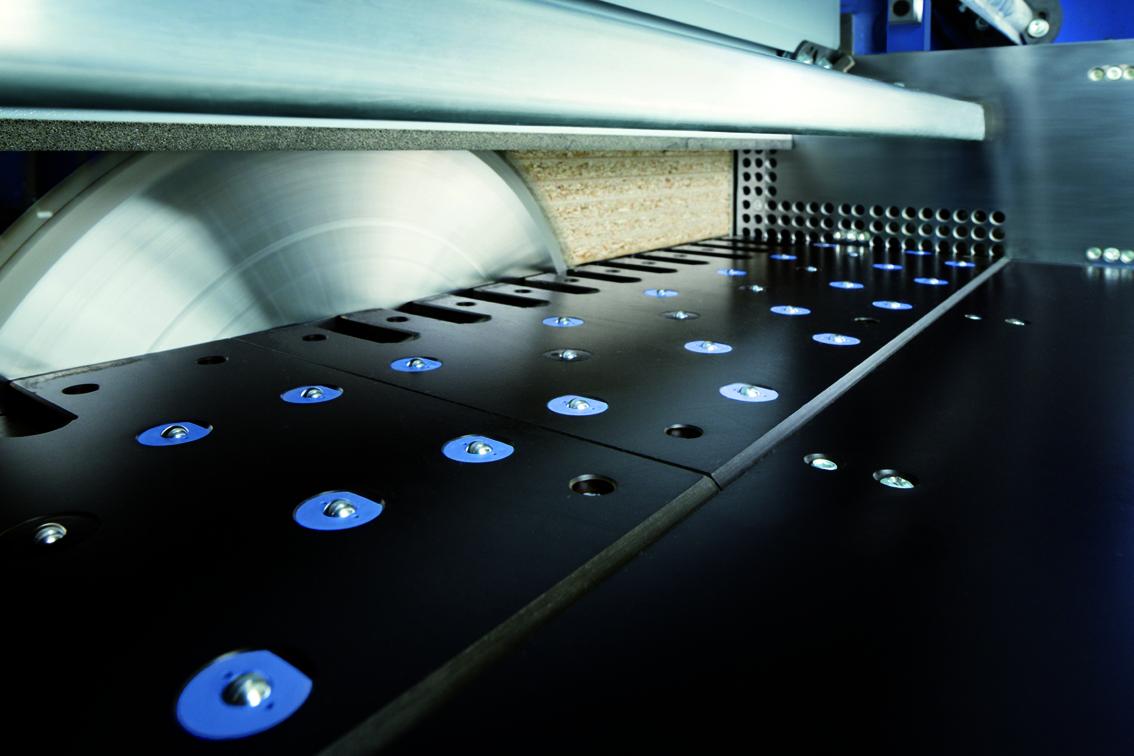 dustEx: El sistema de extracción de polvo en las seccionadoras de HOLZMA