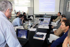 Rafael Rodríguez, gerente de la firma Adhesivos Técnicos Industriales (ATI), representante de la marca RIEPE, durante su exposición.