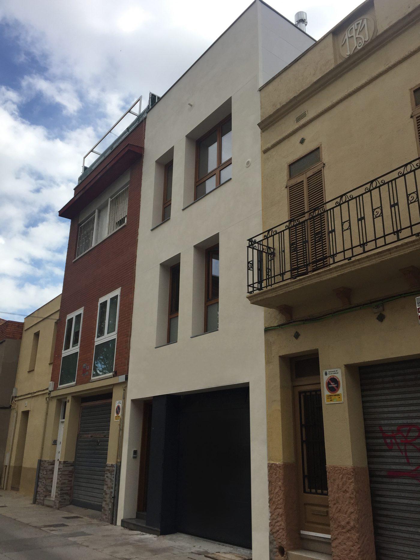 HOUSE HABITAT concluye un edificio de madera con planta baja más ...