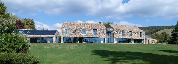 CONTOUR HOUSE, construido con madera de frondosas estadounidenses
