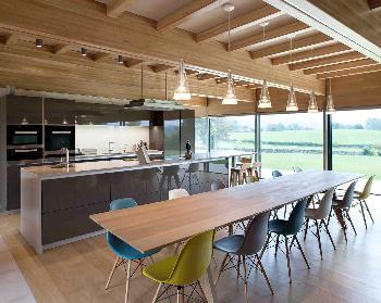 Contour house construido con madera de frondosas - Vigas de roble antiguas ...