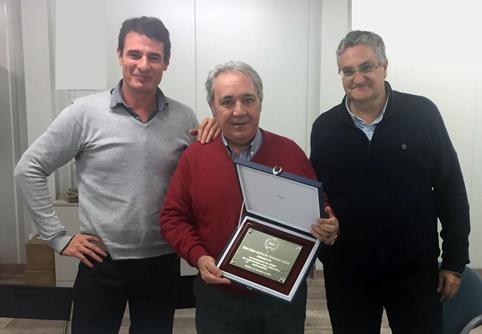 De izquierda a derecha Fernando Juanas Cerrada, Presidente de ALPAMA, Juan Antonio Torrijos, Presidente de Honor, y Fernando del Río, Vicepresidente.