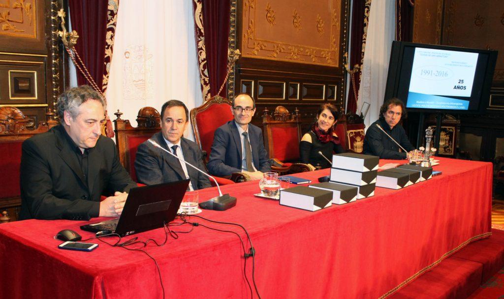De izquierda a derecha Angel del Río (Politécnico EASO), Jorge Arevalo (Gobierno Vasco), Garikoitz Agote (Diputación Foral de Gipuzkoa), Garbiñe Etxezarreta, (Fundación KUTXA) y Carlos González (PROFEMADERA).
