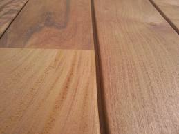 Rastrel de madera tropical en finger-joint
