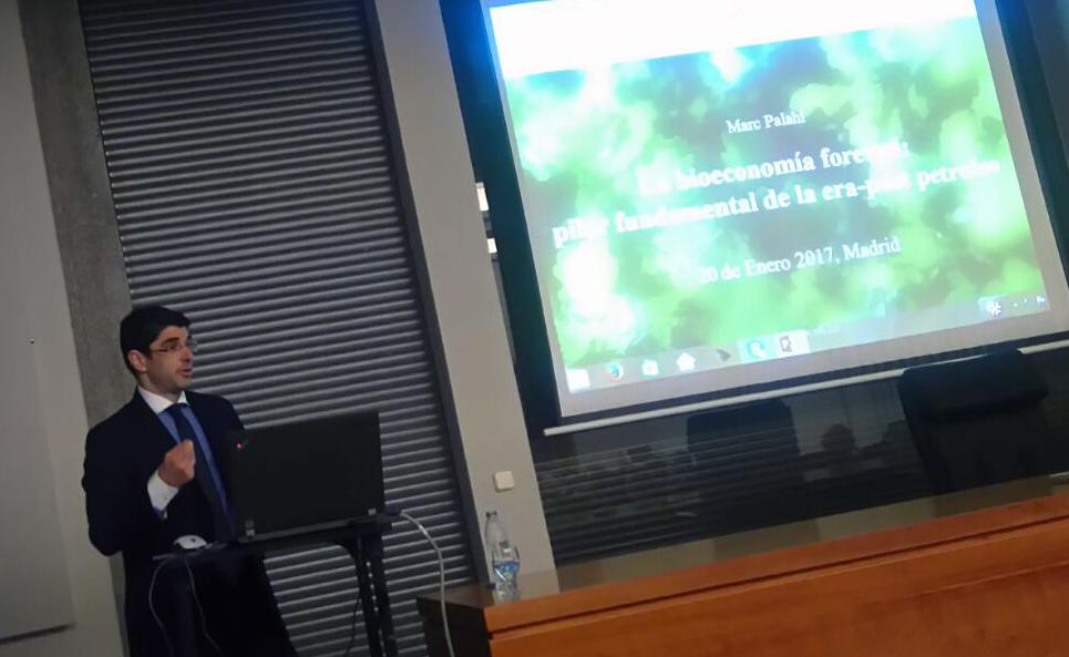 Marc Palahí ha ofrecido su primera conferencia en España en el Instituto Nacional de Investigación y Tecnología Agraria y Alimentaria (INIA).