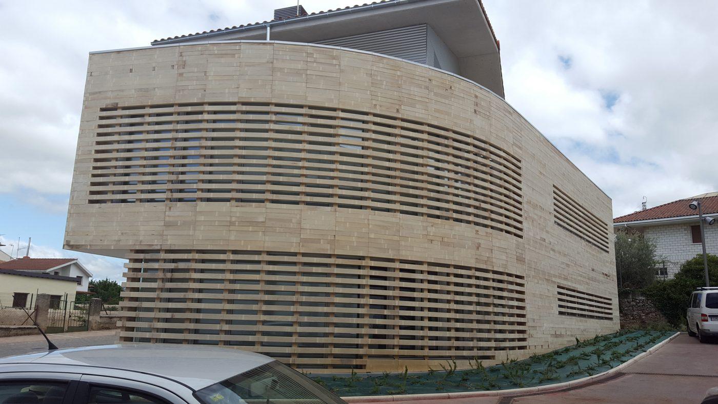 Madera de ACCOYA® para la fachada del centro de salud de Osakidetza