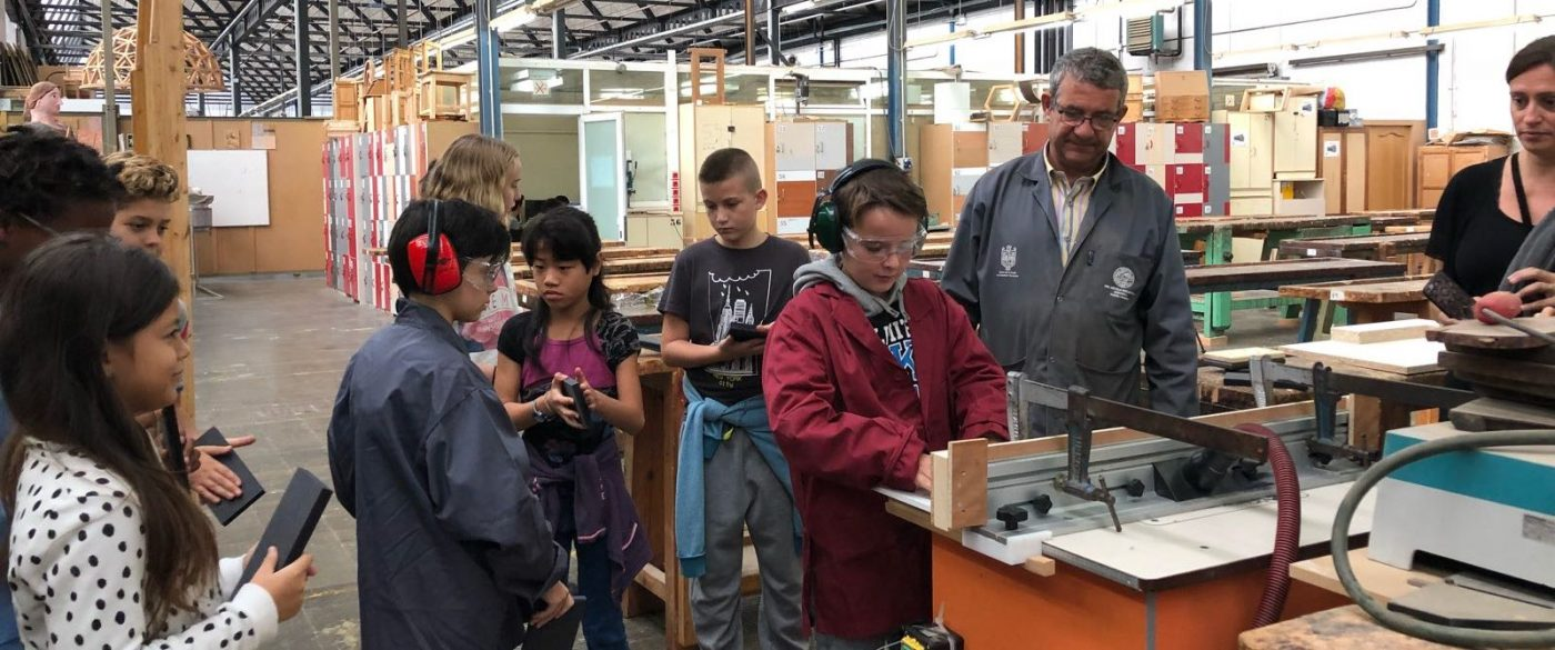 Alumnos de primaria se acercan al mundo de la madera y sus procesos