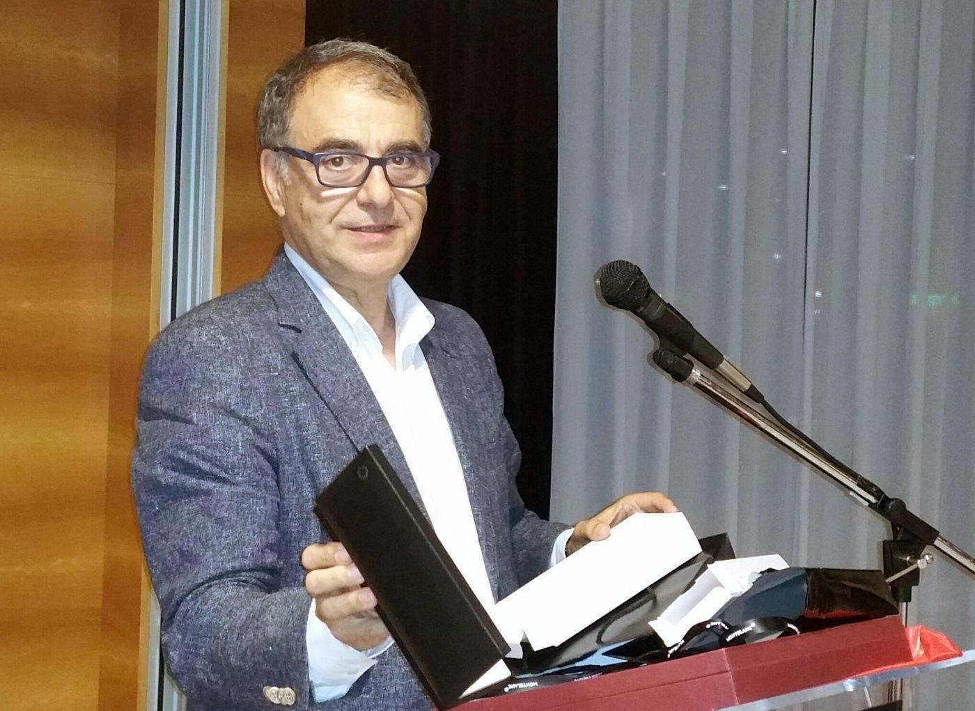Alfredo Sandoval, Director General de Industrias Químicas IVM, se jubila