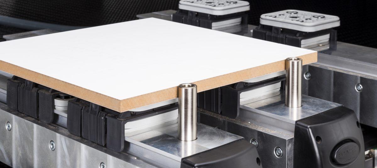 Dos sistemas de sujeción de las piezas en las mesas de Nesting