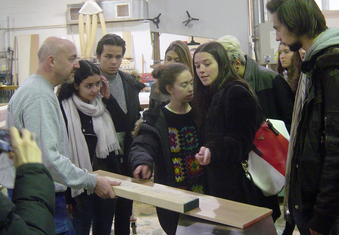 Alumnos de la IE SCHOOL OF ARCHITECTURE AND DESIGN de Segovia visitan la CARPINTERÍA LA NAVARRA