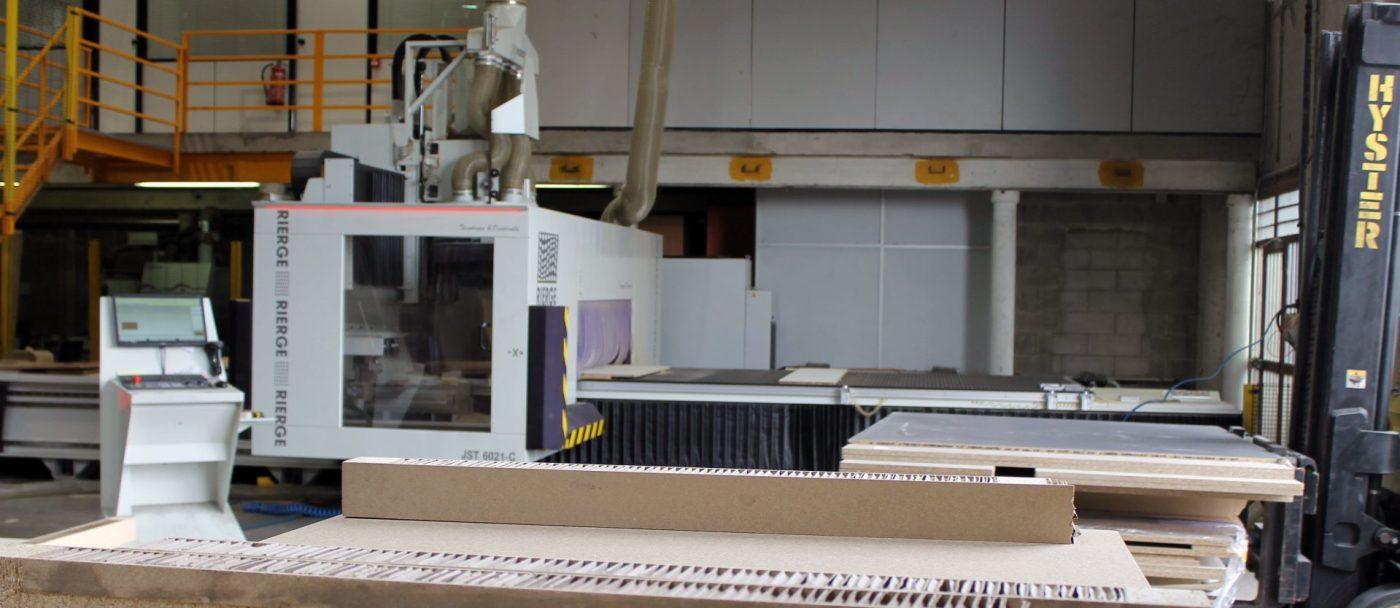 GABARRO mecaniza madera, tablero, solid surface y compacto con un cinco ejes de RIERGE