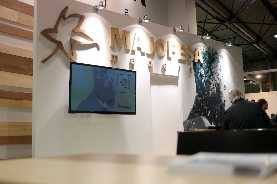 MAJOFESA exhibió en Maderalia sus perfiles de ventana en madera tropical