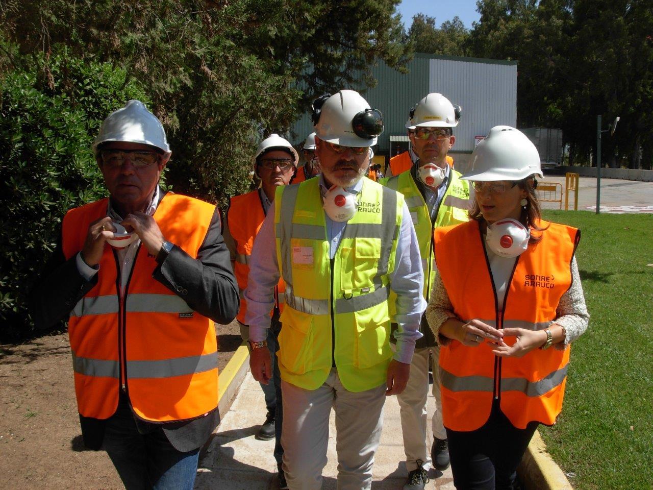 Autoridades institucionales de la provincia de Jaén visitan la planta industrial de SONAE ARAUCO en Linares