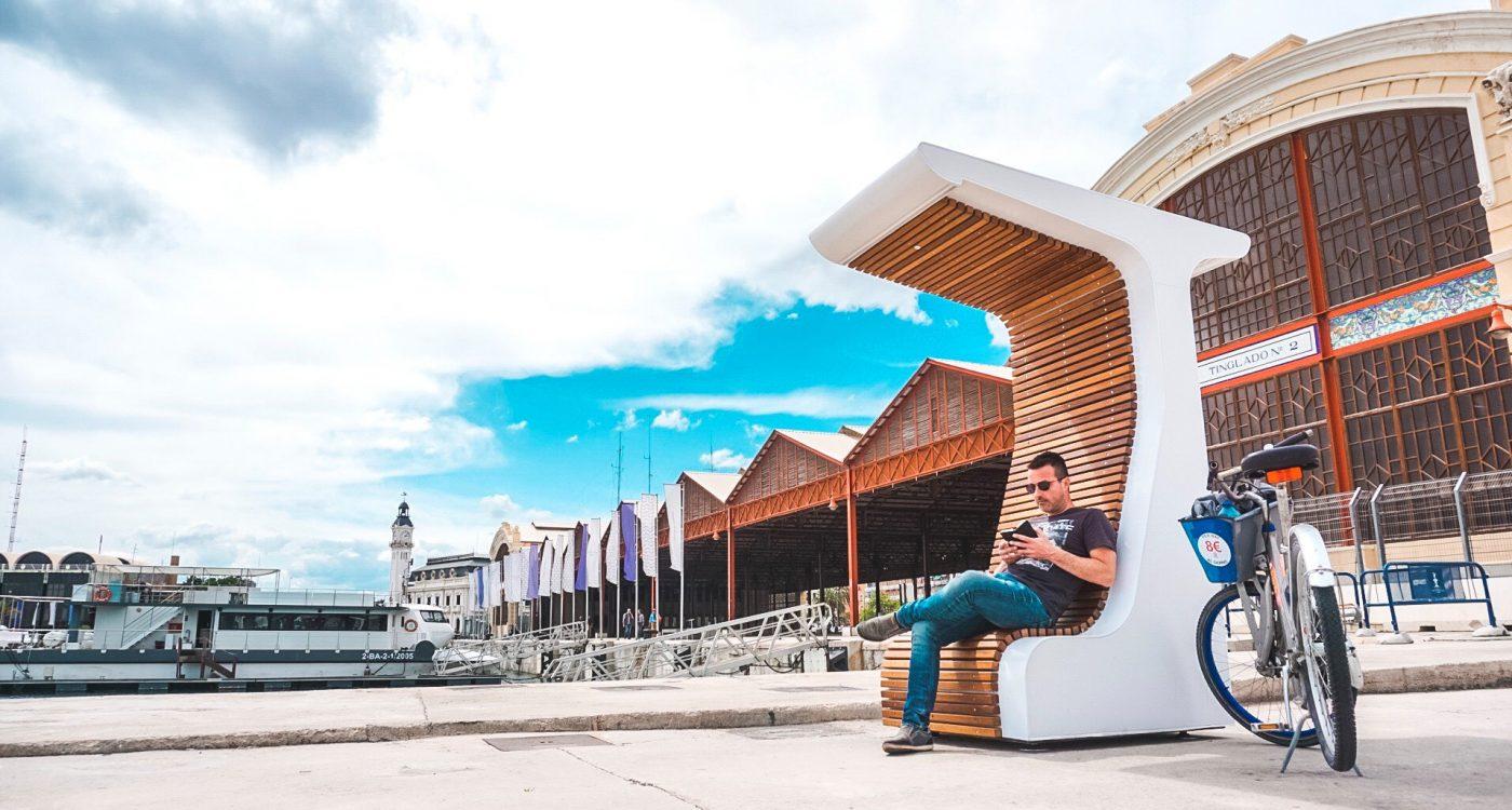 AIDIMME e ITC instalan un banco urbano multifunción en Valencia