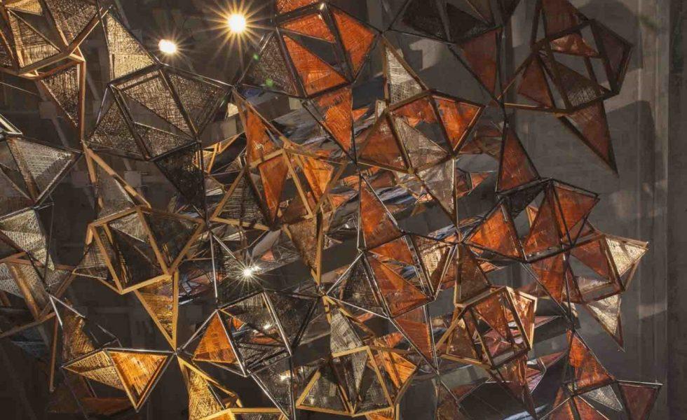 El roble rojo se emplea de forma poética en una muestra de Arquitectura Tejida en la Bienal de Venecia