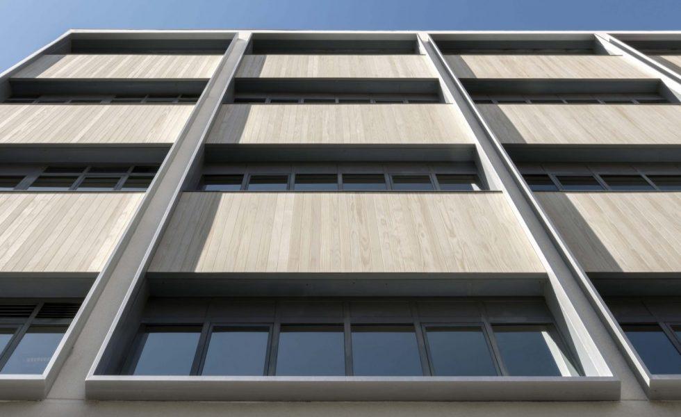Acero y madera de ACCOYA dialogan con el entorno en el nuevo edificio NEN