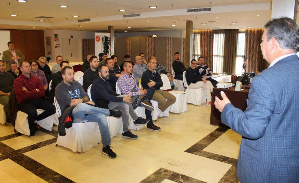 La jornada técnica de LEVANTINA DE PARQUETS y BONA reúne a más de 25 profesionales del sector