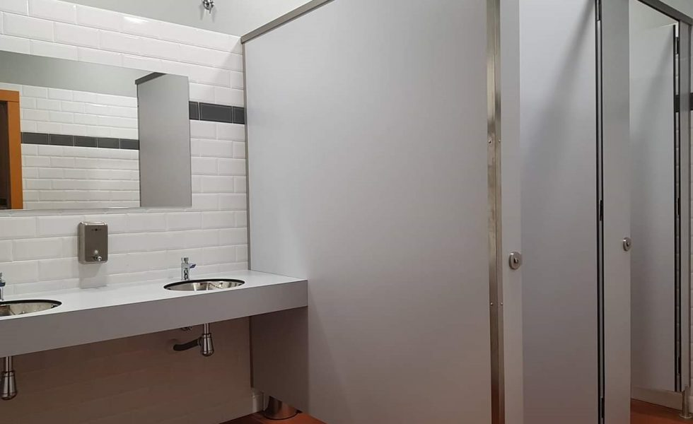 GABARRÓ presenta diferentes casos prácticos de sus cabinas sanitarias para equipamientos