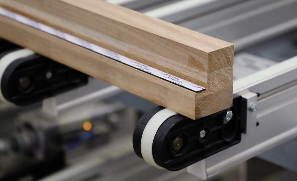HOMAG y tesa desarrollan un proceso para la unión adhesiva entre el cristal y el marco en las ventanas