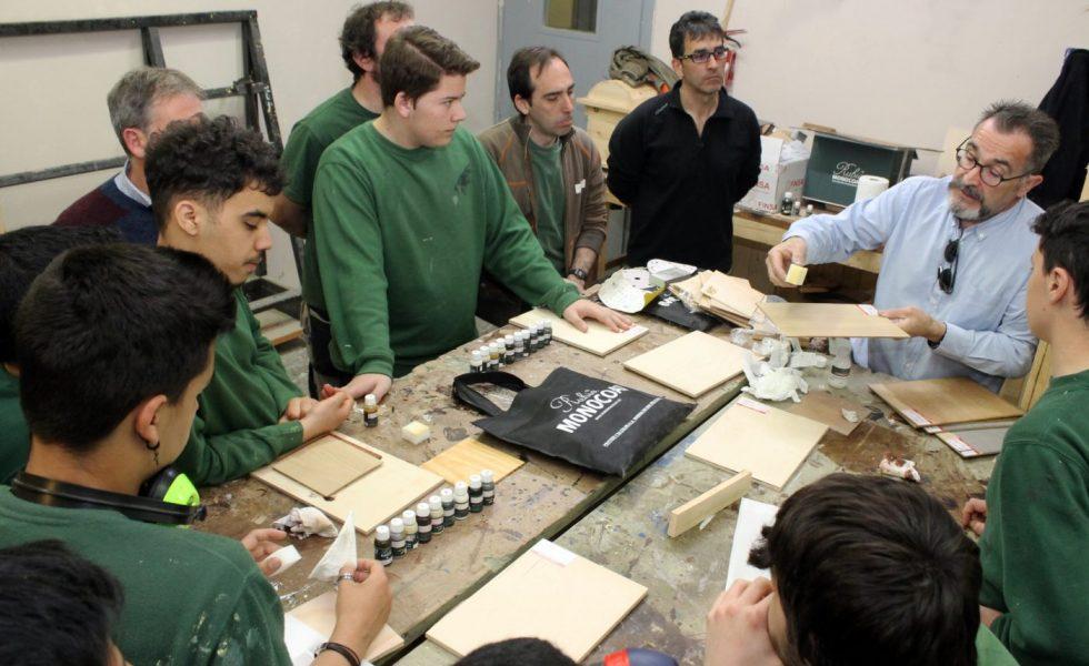 Los alumnos del Boluetabarri, en Bilbao, conectan con el aceite protector y decorativo para madera de RUBIO MONOCOAT