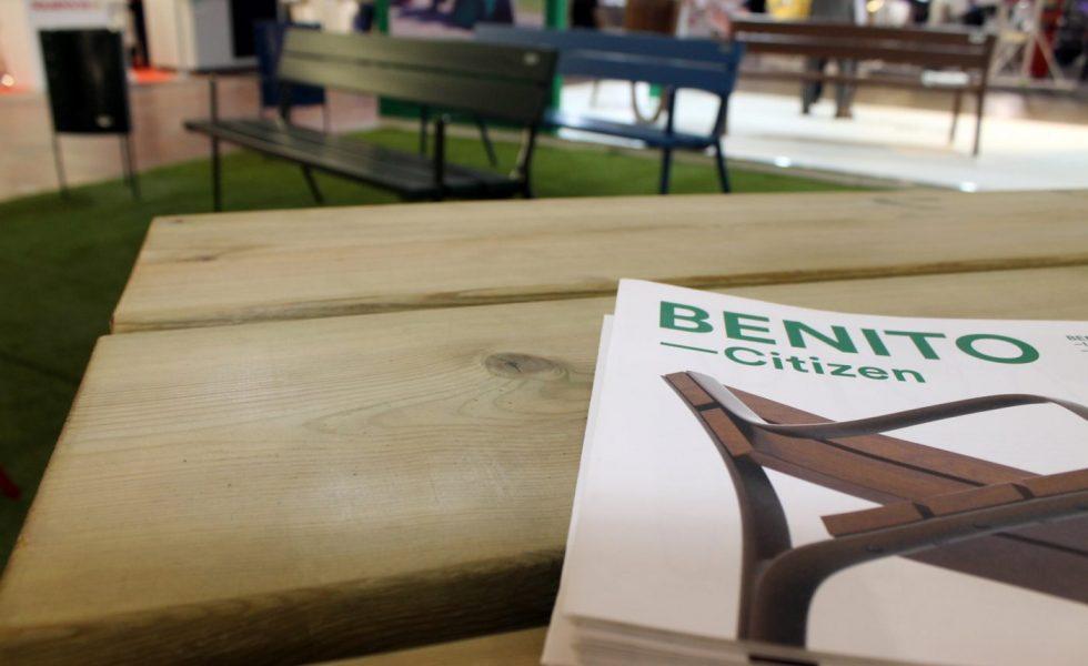 La madera continúa reinando en el mobiliario urbano