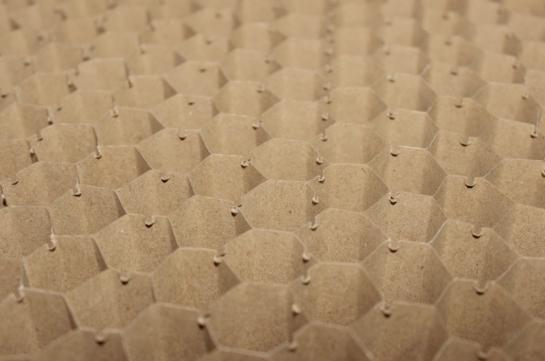 "Cartón nido de abeja ""HONEYCOMB"" para aligerado de tableros"