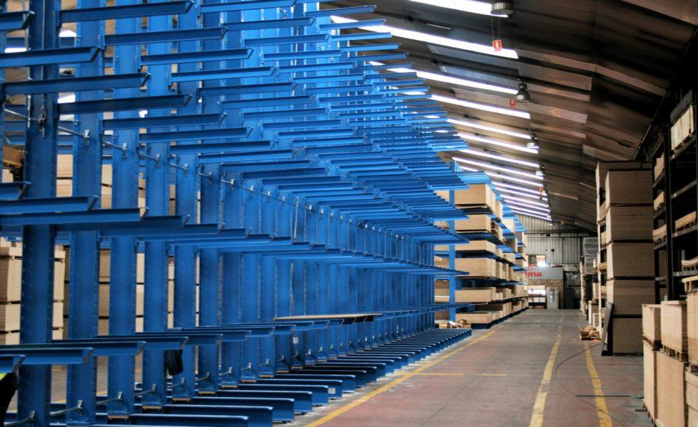 FABRICADOS REYNA aumenta en un 50% la capacidad de almacenamiento con estanterías cantiléver