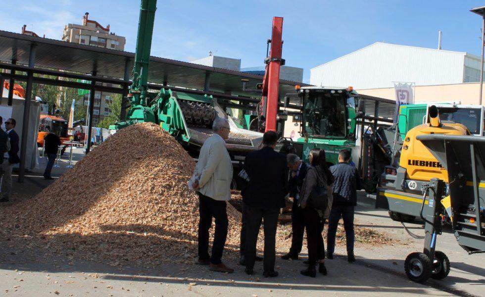 Toda la maquinaria para triturar biomasa volverá a llenar la plaza exterior de EXPOBIOMASA