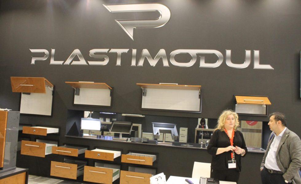 PLASTIMODUL presenta modernos cajones y perfiles para mueble de cocina