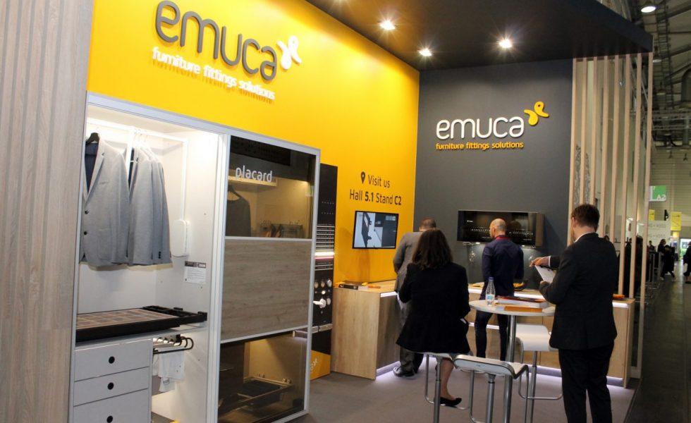 El gris antracita da color a las novedades de EMUCA