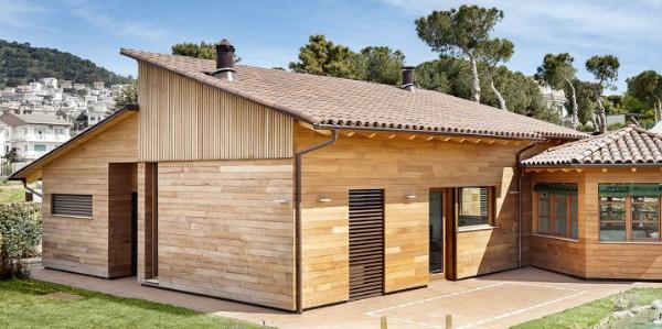 ¿Qué frena al cliente en la compra de una casa de madera? ¿Cómo buscan la información?
