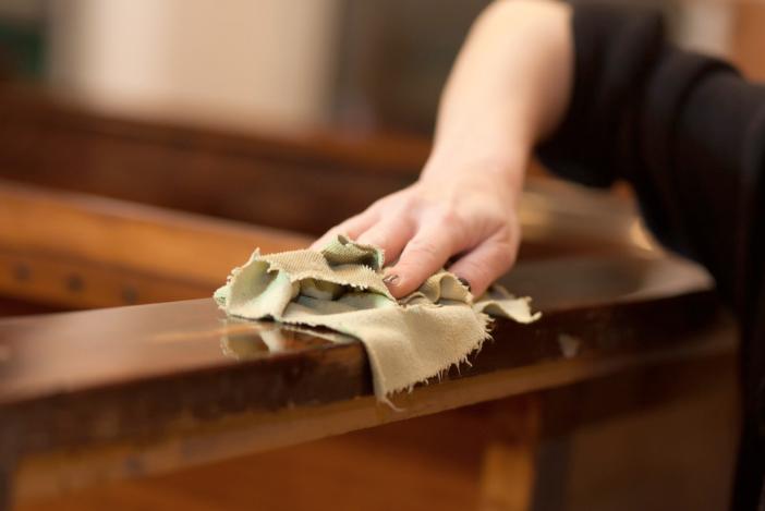 Consejos para cuidar tu mobiliario de madera de forma sostenible