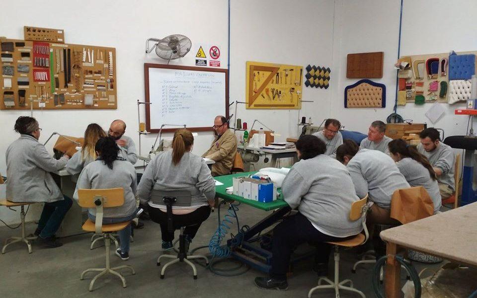 La Escuela de la Madera de Encinas Reales oferta cursos de mueble, tapizado, carpintería y barniz