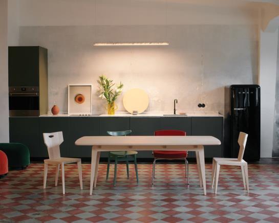 Mesa TAOZ, la originalidad de la madera de arce para mobiliario