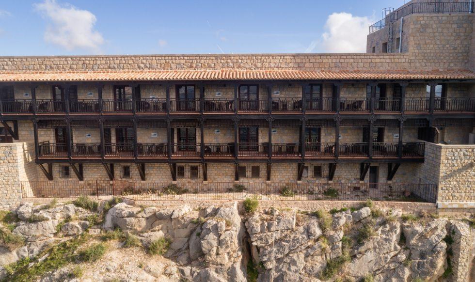 TORINCO instala las ventanas de madera en otro Parador de Turismo