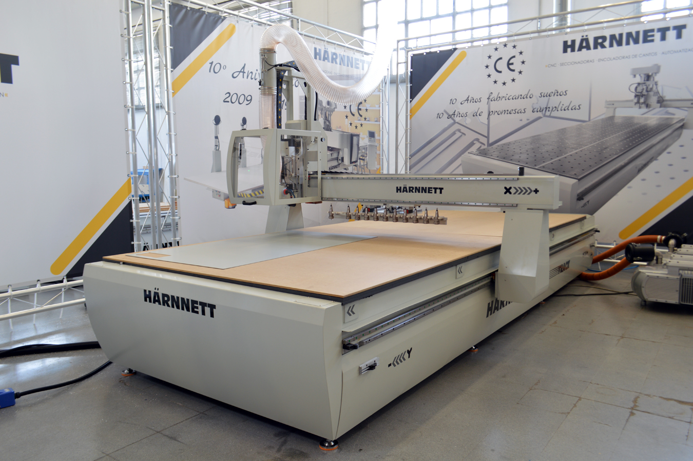 Maquinaria HÄRNNETT para la fabricación de mamparas y máscaras de protección