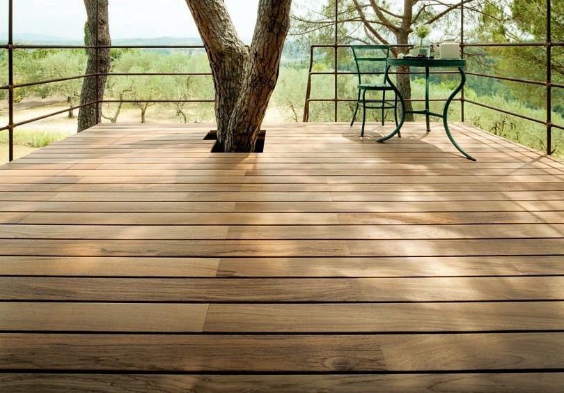 LISTONE GIORDANO presenta un suelo de madera outdoor Made in Italy