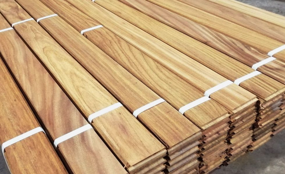 La madera de Okan es ideal para la tarima exterior