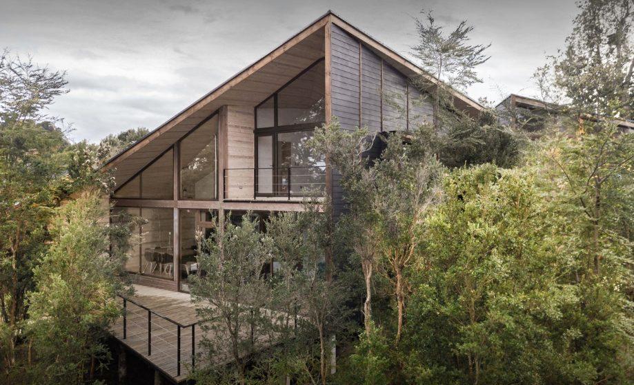 Los productos de MILESI, protagonistas en la Casa Partida en el Lago Rupanco (Chile)