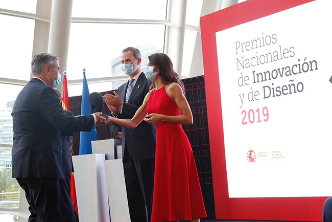 Los Reyes de España entregan el Premio Nacional de Diseño 2019 a POINT