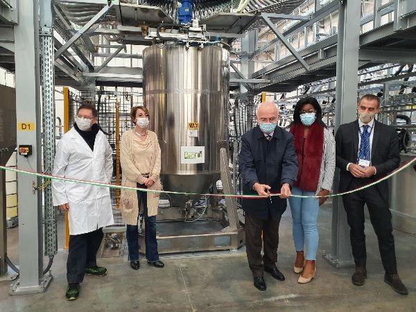 Inaugurada la nueva planta de IVM Group para la producción de barnices UV